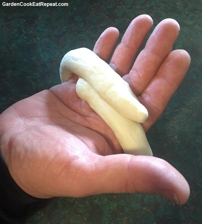 Form bagel around your hand